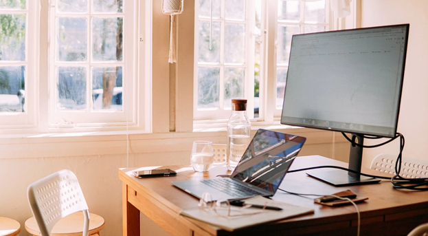 4  Ways To Maintain A Positive Attitude When Working Remotely